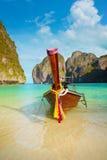 Παραδοσιακή μακριά βάρκα ουρών, νησί phi-Phi της Ταϊλάνδης Στοκ Φωτογραφία