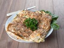 Παραδοσιακή μεσογειακή πίτα, με το σπανάκι και το τυρί, το βαλκανικό s Στοκ Φωτογραφία