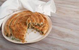 Παραδοσιακή μεσογειακή πίτα, με το σπανάκι και το τυρί Στοκ Εικόνα