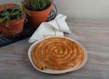 Παραδοσιακή μεσογειακή πίτα, με το σπανάκι και το τυρί Στοκ Φωτογραφία