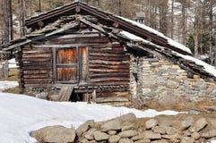 Παραδοσιακή ξύλινη λεπτομέρεια αρχιτεκτονικής κοιλάδων Aosta Στοκ Εικόνες