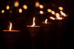 Παραδοσιακή ξύλινη φλόγα φανών τη νύχτα Στοκ Εικόνες