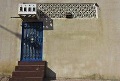 Παραδοσιακή ομανική μπλε πόρτα Στοκ φωτογραφία με δικαίωμα ελεύθερης χρήσης