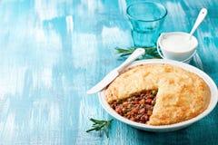 Παραδοσιακή πίτα εξοχικών σπιτιών (πίτα του ποιμένα) Στοκ Φωτογραφίες