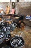 Παραδοσιακή παραγωγή δεξαμενών σάλτσας ψαριών Στοκ Φωτογραφία
