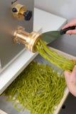 Παραδοσιακή παραγωγή των ιταλικών σπιτικών ζυμαρικών Στοκ Εικόνες