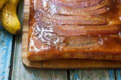 Παραδοσιακή σπιτική πίτα καραμέλας μπανανών Γαλλικό ξινό tatin Στοκ φωτογραφίες με δικαίωμα ελεύθερης χρήσης