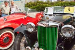 παραδοσιακή συνεδρίαση των ανεμιστήρων των εκλεκτής ποιότητας αυτοκινήτων και των μοτοσικλετών Στοκ Εικόνα