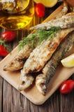 Παραδοσιακή τήξη ψαριών Rrussian στον ξύλινο πίνακα Στοκ Φωτογραφίες