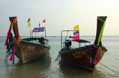 Παραδοσιακή ταϊλανδική βάρκα στην παραλία, επαρχία Krabi, Ταϊλάνδη Στοκ φωτογραφία με δικαίωμα ελεύθερης χρήσης