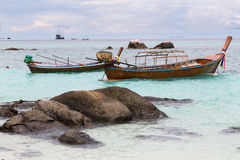 Παραδοσιακή ταϊλανδική βάρκα στην παραλία, Ταϊλάνδη Στοκ Φωτογραφία