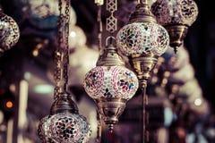 Παραδοσιακοί τουρκικοί λαμπτήρες στο κατάστημα οδών στη Ιστανμπούλ Στοκ φωτογραφία με δικαίωμα ελεύθερης χρήσης