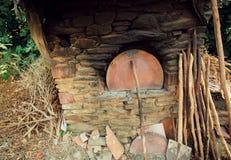 Παραδοσιακός αγροτικός φούρνος πετρών στο παλαιό τουρκικό χωριό Στοκ Εικόνες
