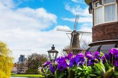 Παραδοσιακός ανεμόμυλος de Valk στο Λάιντεν οι Κάτω Χώρες Στοκ φωτογραφίες με δικαίωμα ελεύθερης χρήσης