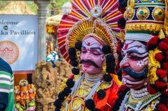 Παραδοσιακός καλλιτέχνης την ώρα της παράστασης Yakshagana στοκ εικόνα
