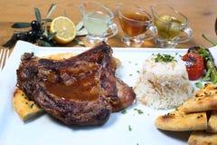 Παραδοσιακός τουρκικός πάσσαλος βόειου κρέατος με bulgur pilav Στοκ φωτογραφία με δικαίωμα ελεύθερης χρήσης