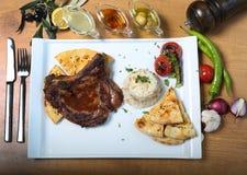 Παραδοσιακός τουρκικός πάσσαλος βόειου κρέατος με bulgur pilav Στοκ Εικόνα