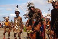 Παραδοσιακός φυλετικός χορός στο φεστιβάλ μασκών Στοκ Εικόνες