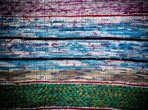 Παραδοσιακός χειροποίητος παλαιός χρωματισμένος τάπητας, ριγωτό σχέδιο Στοκ Φωτογραφίες