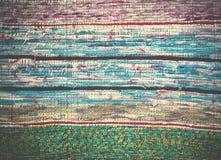 Παραδοσιακός χειροποίητος παλαιός χρωματισμένος τάπητας, ριγωτό σχέδιο Στοκ εικόνες με δικαίωμα ελεύθερης χρήσης