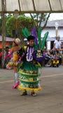 Παραδοσιακός χορός χορού ατόμων της Βολιβίας στο Ciudad Mitad del Mundo turistic κέντρο πλησίον της πόλης του Κουίτο Στοκ Φωτογραφίες