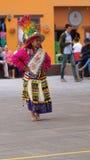 Παραδοσιακός χορός χορού γυναικών της Βολιβίας στο Ciudad Mitad del Mundo turistic κέντρο πλησίον της πόλης του Κουίτο Στοκ φωτογραφίες με δικαίωμα ελεύθερης χρήσης