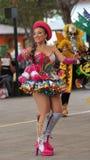 Παραδοσιακός χορός χορού γυναικών της Βολιβίας στο Ciudad Mitad del Mundo turistic κέντρο πλησίον της πόλης του Κουίτο Στοκ εικόνες με δικαίωμα ελεύθερης χρήσης