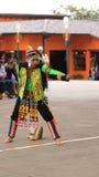 Παραδοσιακός χορός χορού νεαρών άνδρων της Βολιβίας στο Ciudad Mitad del Mundo turistic κέντρο πλησίον της πόλης του Κουίτο Στοκ φωτογραφία με δικαίωμα ελεύθερης χρήσης