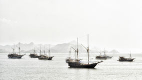 Παραδοσιακός ωκεανός της Ινδονησίας βαρκών ψαράδων Στοκ Εικόνες