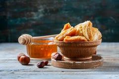 Παραδοσιακό αραβικό επιδόρπιο Baklava με το μέλι και τα καρύδια Στοκ εικόνες με δικαίωμα ελεύθερης χρήσης