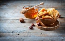 Παραδοσιακό αραβικό επιδόρπιο Baklava με το μέλι και τα καρύδια Στοκ εικόνα με δικαίωμα ελεύθερης χρήσης