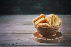Παραδοσιακό αραβικό επιδόρπιο Baklava με το μέλι και τα καρύδια Στοκ Εικόνες