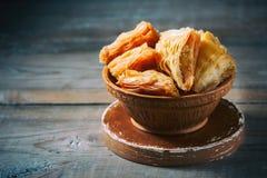 Παραδοσιακό αραβικό επιδόρπιο Baklava με το μέλι και τα καρύδια Στοκ Φωτογραφίες
