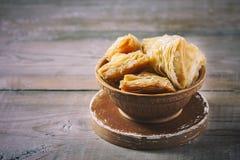 Παραδοσιακό αραβικό επιδόρπιο Baklava με το μέλι και τα καρύδια Στοκ φωτογραφίες με δικαίωμα ελεύθερης χρήσης
