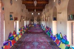 Παραδοσιακό αραβικό δωμάτιο σε ένα μουσείο στο Ομάν στοκ εικόνα