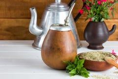Παραδοσιακό λατινοαμερικάνικο τσάι συντρόφων Yerba Στοκ εικόνα με δικαίωμα ελεύθερης χρήσης