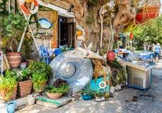 Παραδοσιακό ελληνικό taverna, που διακοσμείται με τον εξοπλισμό αλιείας Στοκ φωτογραφία με δικαίωμα ελεύθερης χρήσης