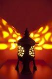 Παραδοσιακό ιαπωνικό φανάρι με το κερί μέσα Στοκ φωτογραφία με δικαίωμα ελεύθερης χρήσης