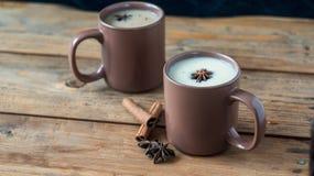 Παραδοσιακό ινδικό μαύρο τσάι Τσάι Masala Καρυκευμένο τσάι με το γάλα Στοκ εικόνες με δικαίωμα ελεύθερης χρήσης