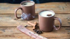 Παραδοσιακό ινδικό μαύρο τσάι Τσάι Masala Καρυκευμένο τσάι με το γάλα Στοκ φωτογραφία με δικαίωμα ελεύθερης χρήσης