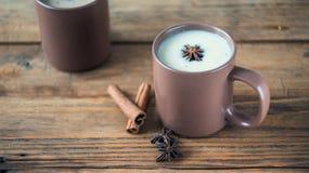 Παραδοσιακό ινδικό μαύρο τσάι Τσάι Masala Καρυκευμένο τσάι με το γάλα Στοκ εικόνα με δικαίωμα ελεύθερης χρήσης