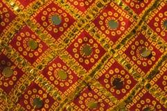 Παραδοσιακό ινδικό ύφασμα με τις διακοσμήσεις Στοκ Εικόνα