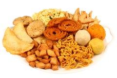 Παραδοσιακό ινδικό platter πρόχειρων φαγητών Στοκ Εικόνες