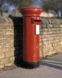 Παραδοσιακό κόκκινο κιβώτιο στυλοβατών της Royal Mail Στοκ Εικόνες