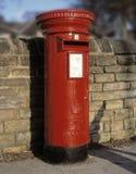 Παραδοσιακό κόκκινο κιβώτιο στυλοβατών της Royal Mail Στοκ φωτογραφίες με δικαίωμα ελεύθερης χρήσης