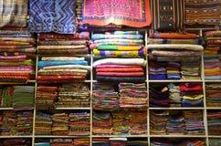 Παραδοσιακό κλωστοϋφαντουργικό προϊόν για την πώληση στην Ταϊλάνδη Στοκ εικόνες με δικαίωμα ελεύθερης χρήσης