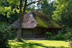 Παραδοσιακό ξύλινο λετονικό σπίτι, υπαίθριο μουσείο στη Ρήγα Στοκ Εικόνες