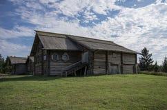 Παραδοσιακό ξύλινο ρωσικό σπίτι Στοκ Εικόνες