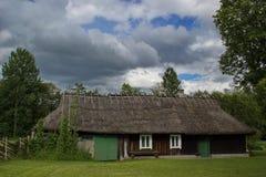 Παραδοσιακό ξύλινο σπίτι, νησί Saaremaa, Εσθονία Στοκ Εικόνες