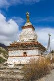 Παραδοσιακό παλαιό βουδιστικό stupa στο οδοιπορικό κυκλωμάτων Annapurna Στοκ Εικόνες